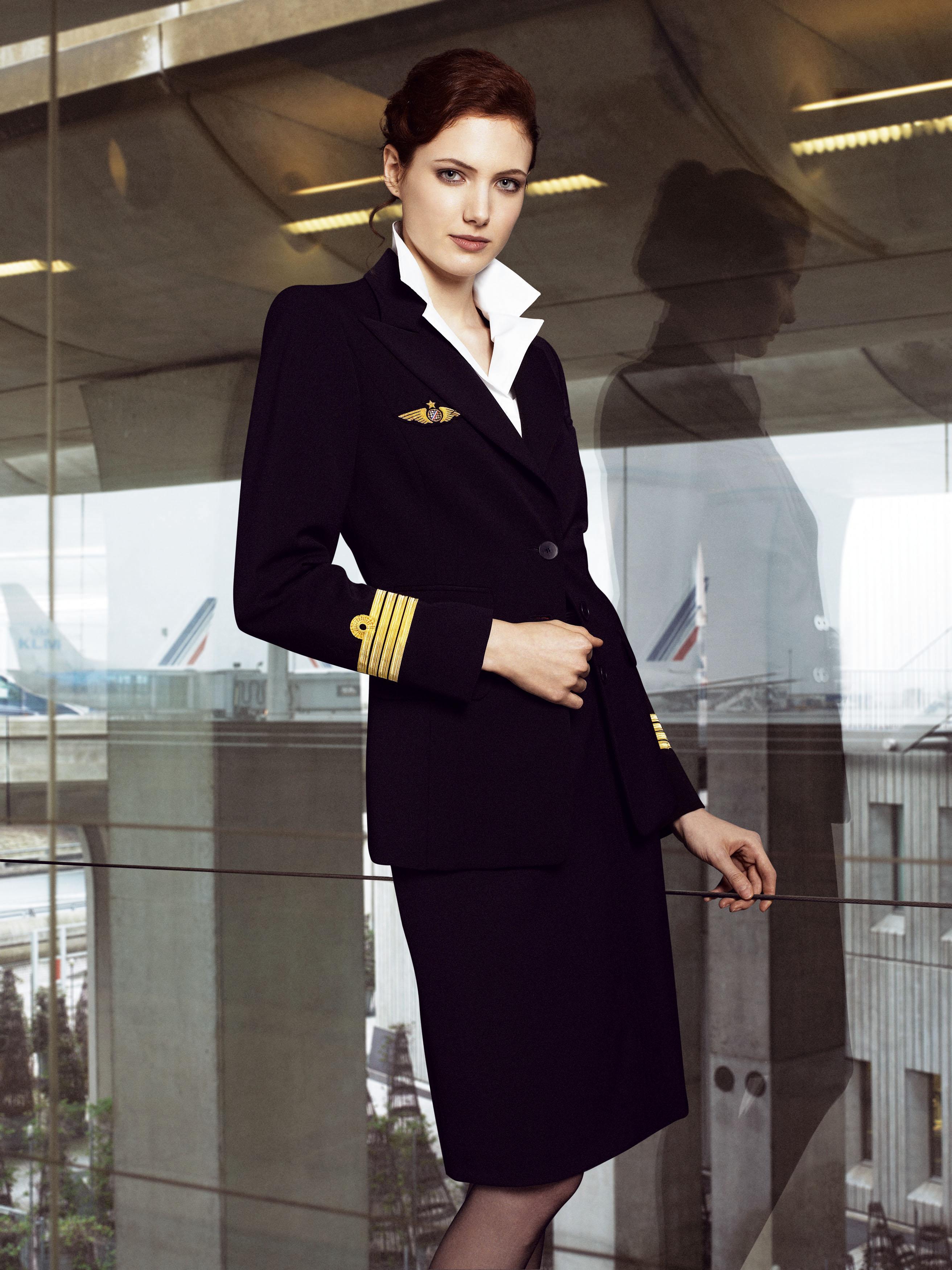 Фото брюнетки стюардессы 15 фотография