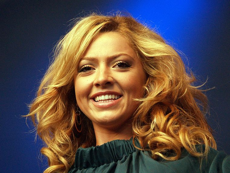 blondes, women, Hadise, curly hair, Turkish - desktop wallpaper