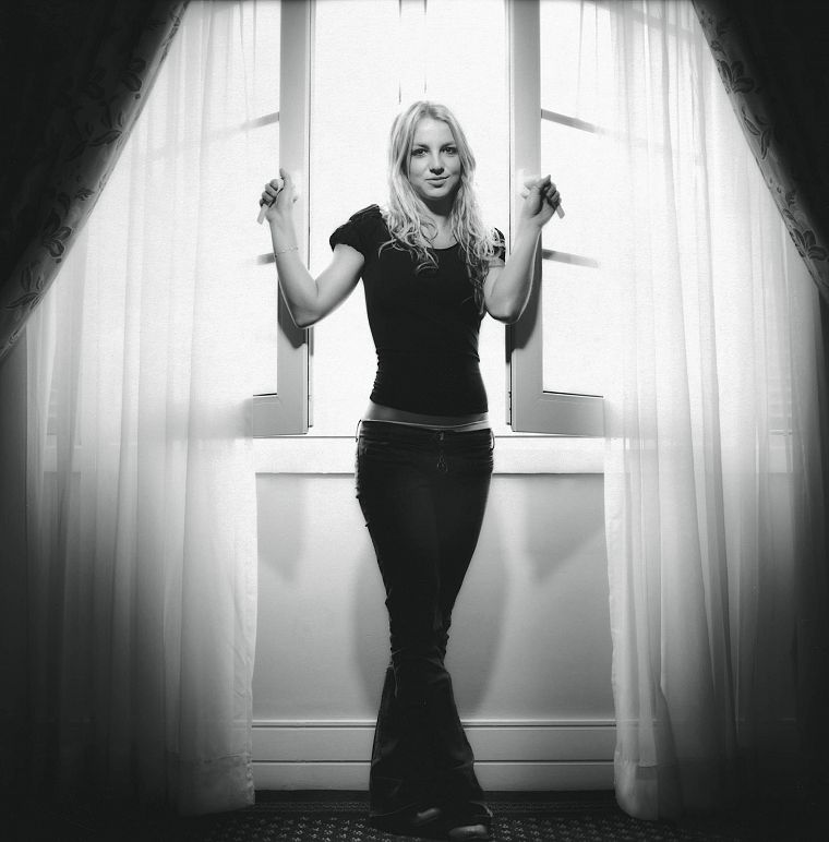 blondes, women, jeans, Britney Spears, window, grayscale, singers, monochrome - desktop wallpaper
