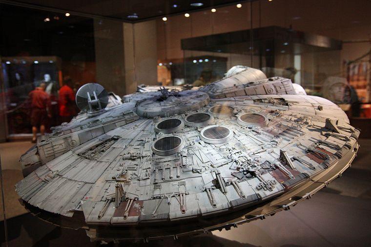 star wars movies spaceships millennium falcon vehicles free wallpaper. Black Bedroom Furniture Sets. Home Design Ideas