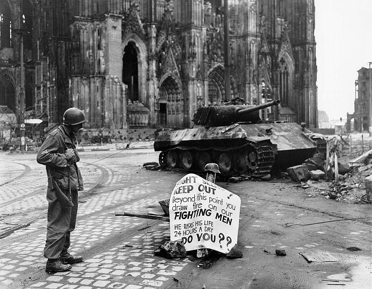 ruins, cityscapes, streets, soldier, architecture, buildings, tanks, World War II, monochrome, historic, cathedrals, Colonization, Cologne, Vienna, old photography, Panther tank - desktop wallpaper