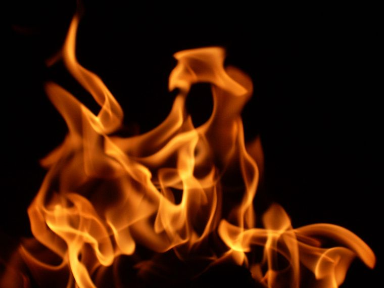 fire, black background - desktop wallpaper