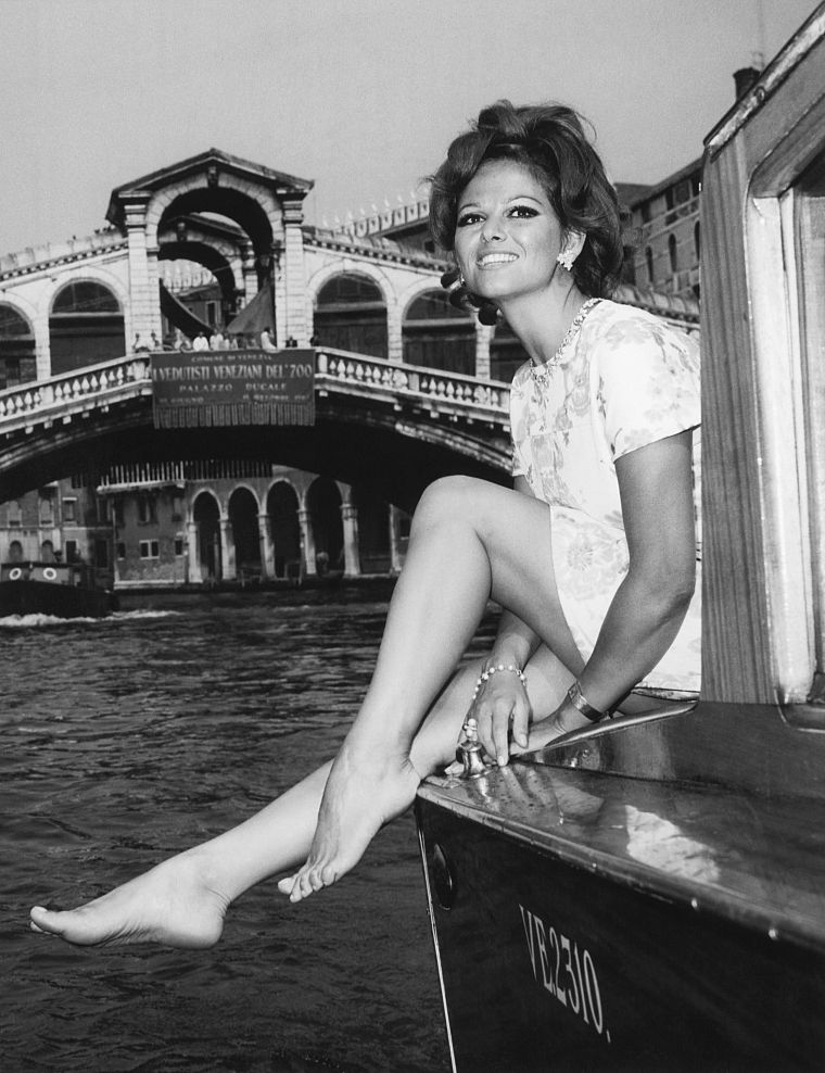 Claudia Cardinale - desktop wallpaper