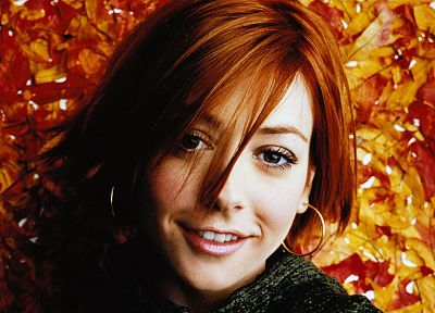 Alyson Hannigan - random desktop wallpaper