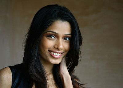 smiling, Freida Pinto, portraits - random desktop wallpaper