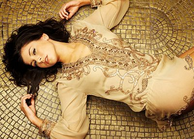 brunettes, legs, women, models, Imogen Thomas, lying down - desktop wallpaper