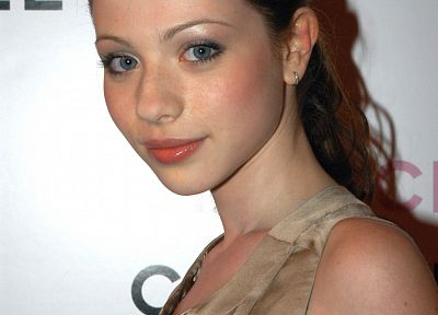 Michelle Trachtenberg - related desktop wallpaper