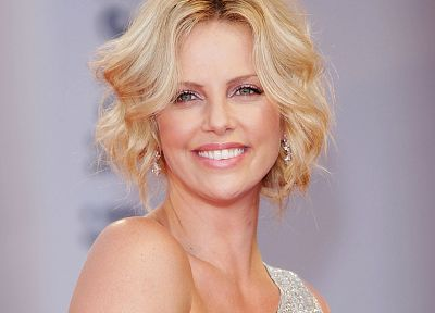 women, Charlize Theron, smiling - random desktop wallpaper