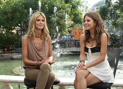 brunettes, blondes, women, Heidi Klum, fountains, Maria Menounos, fountain - desktop wallpaper