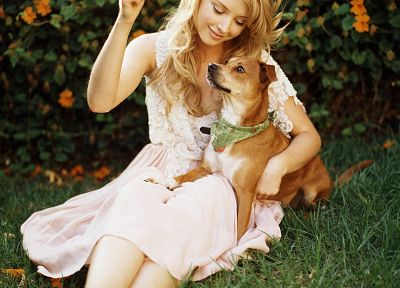 women, grass, dogs, Elisabeth Harnois - random desktop wallpaper