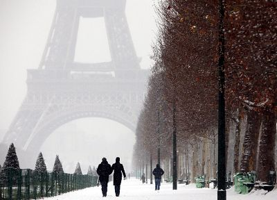 Eiffel Tower, Paris, winter - popular desktop wallpaper