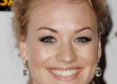 women, actress, Yvonne Strahovski, smiling - random desktop wallpaper