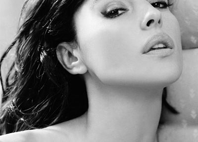 Monica Bellucci, grayscale, monochrome - desktop wallpaper