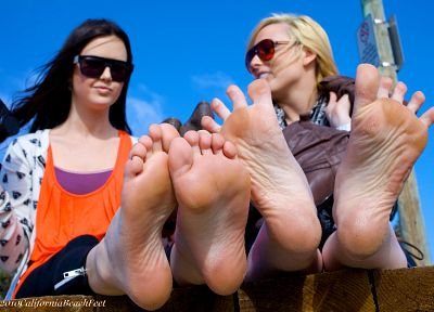 women, feet, sunglasses - random desktop wallpaper