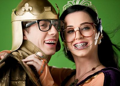 Katy Perry, king, Queen, singers, bracelets, braces, girls with glasses - random desktop wallpaper