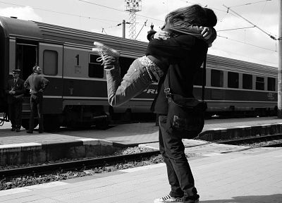 train stations, grayscale, monochrome, lovers, hugging - desktop wallpaper