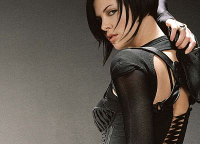 actress, Charlize Theron, catsuits, girls with guns, black hair, Aeon Flux - random desktop wallpaper