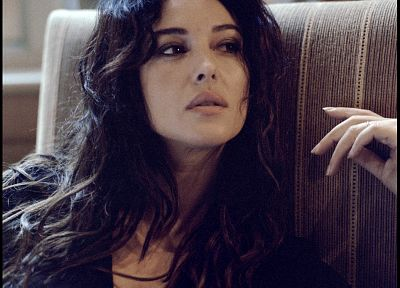 Monica Bellucci - random desktop wallpaper