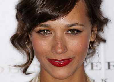 women, actress, lips, freckles, green eyes, Rashida Jones, jewelry - random desktop wallpaper