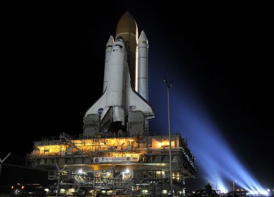 Space Shuttle Discovery - random desktop wallpaper