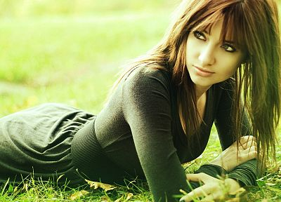 brunettes, women, Susan Coffey, grass, models - related desktop wallpaper