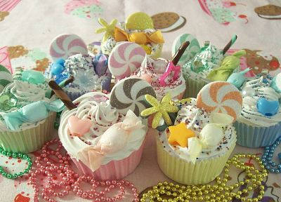 cupcakes, beads, candies, dessert - random desktop wallpaper