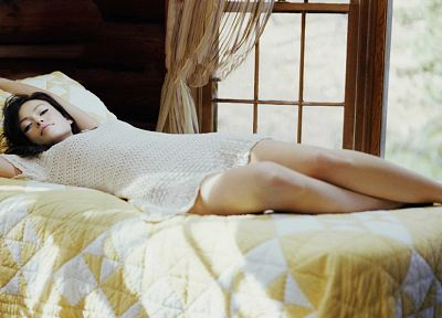 brunettes, legs, women, actress, beds, Olivia Wilde, bedroom - related desktop wallpaper