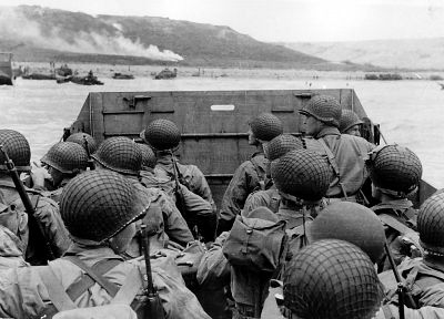 soldiers, war, military, grayscale, World War II, Robert Capa, beaches - random desktop wallpaper