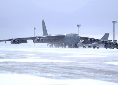 snow, aircraft, bomber, B-52 Stratofortress, vehicles - desktop wallpaper
