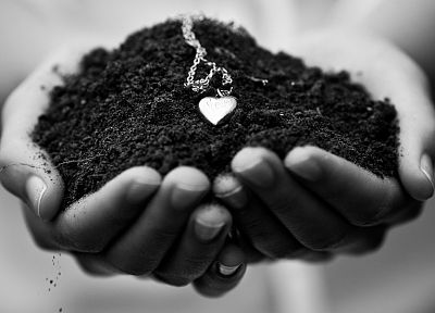 love, dirt, monochrome, necklaces, hearts, chains, greyscale - desktop wallpaper