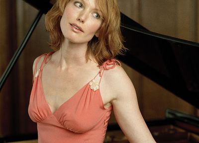 Alicia Witt - random desktop wallpaper