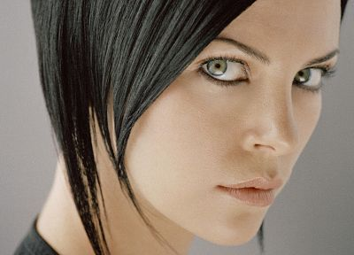 actress, Charlize Theron, celebrity, black hair, Aeon Flux - desktop wallpaper