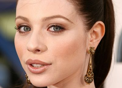 Michelle Trachtenberg, earrings - random desktop wallpaper