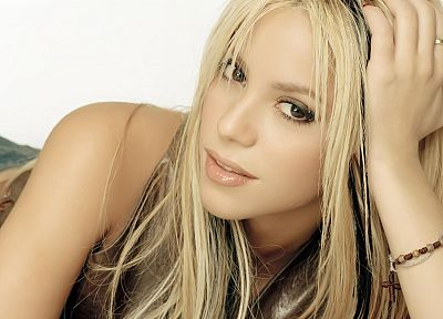 blondes, women, celebrity, brown eyes, Shakira, highlights - related desktop wallpaper