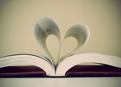 books, hearts - random desktop wallpaper