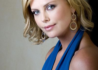 Charlize Theron - random desktop wallpaper