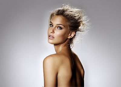 women, Bar Refaeli, gray background, supermodels - random desktop wallpaper