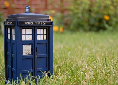 grass, TARDIS, Doctor Who - related desktop wallpaper