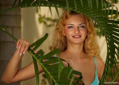 blondes, women, blue eyes, leaves, models, Natasha, smiling, curly hair, Querro Magazine - related desktop wallpaper