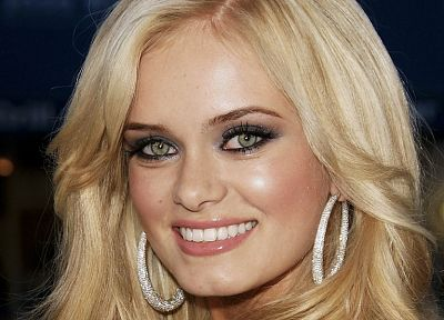 blondes, women, close-up, green eyes, smiling, jewelry, faces, Sara Paxton - desktop wallpaper