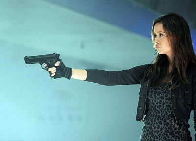 women, pistols, guns, Summer Glau - random desktop wallpaper