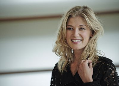 blondes, women, smiling, Rosamund Pike - desktop wallpaper