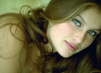 Laetitia Casta - random desktop wallpaper