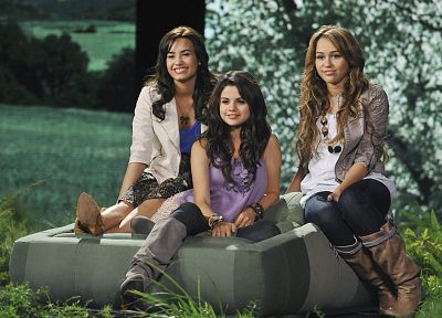 women, Selena Gomez, Miley Cyrus, actress, celebrity, Demi Lovato, singers - related desktop wallpaper