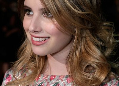 Emma Roberts - related desktop wallpaper