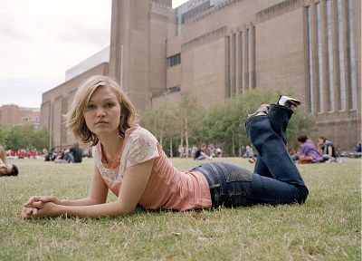 women, jeans, actress, grass, Julia Stiles - desktop wallpaper