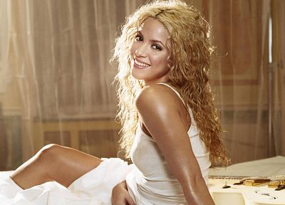 Shakira - random desktop wallpaper