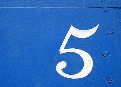 blue, white, wall, numbers, five - desktop wallpaper