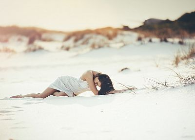 brunettes, women, dress, lying down, depth of field, bright, melodramatic, beaches - desktop wallpaper