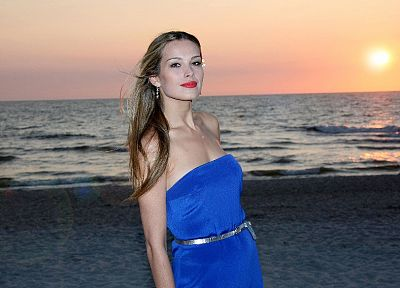 blondes, women, sunset, Petra Nemcova, blue dress, beaches - random desktop wallpaper